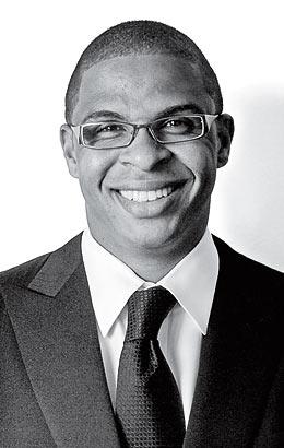 弗萊爾是哈佛有史以來取得教職時最年輕(當時僅30歲)的黑人教授。