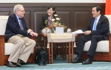 Professor Dale Jorgenson seated with President Ma